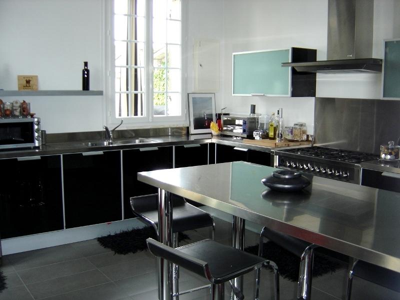 Cuisine Avec Portes En Verre Laque Noir Et Plans De Travail